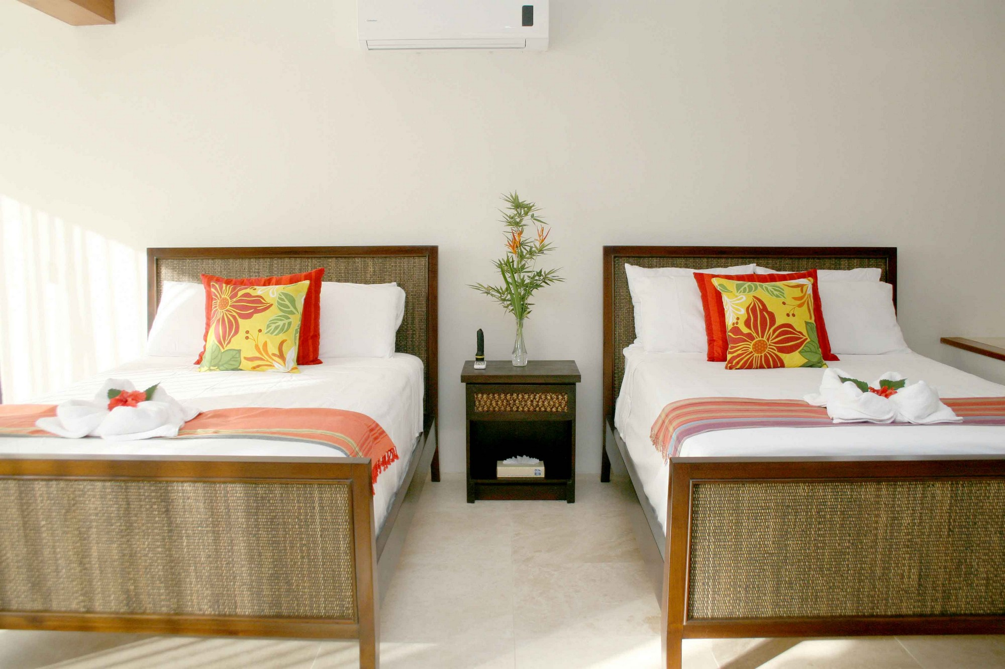 Casa de las Cascadas, Manuel Antonio, Costa Rica The downstairs bedroom has two twins.