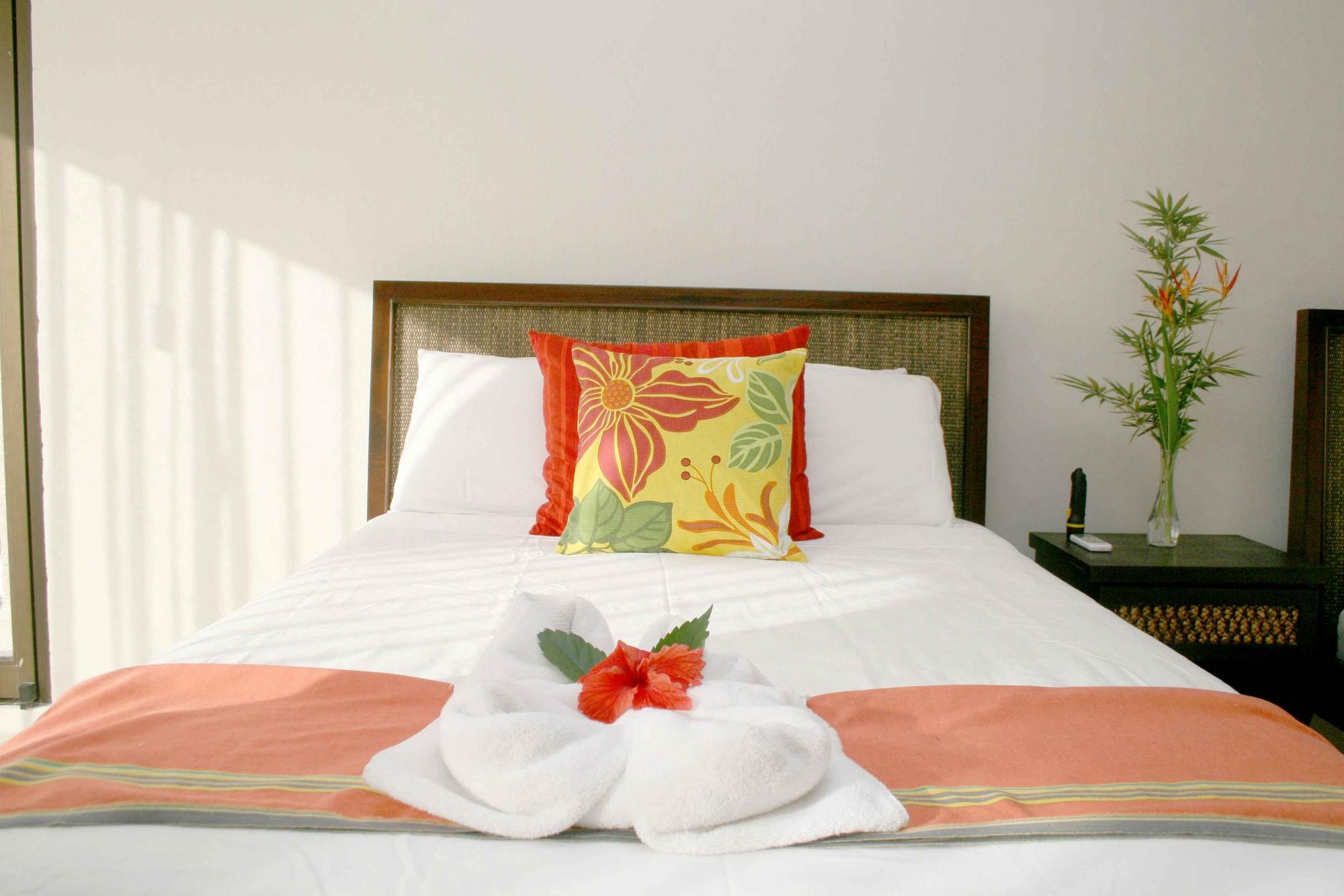 Casa de las Cascadas, Manuel Antonio, Costa Rica The upper guest has its own ensuite bath.