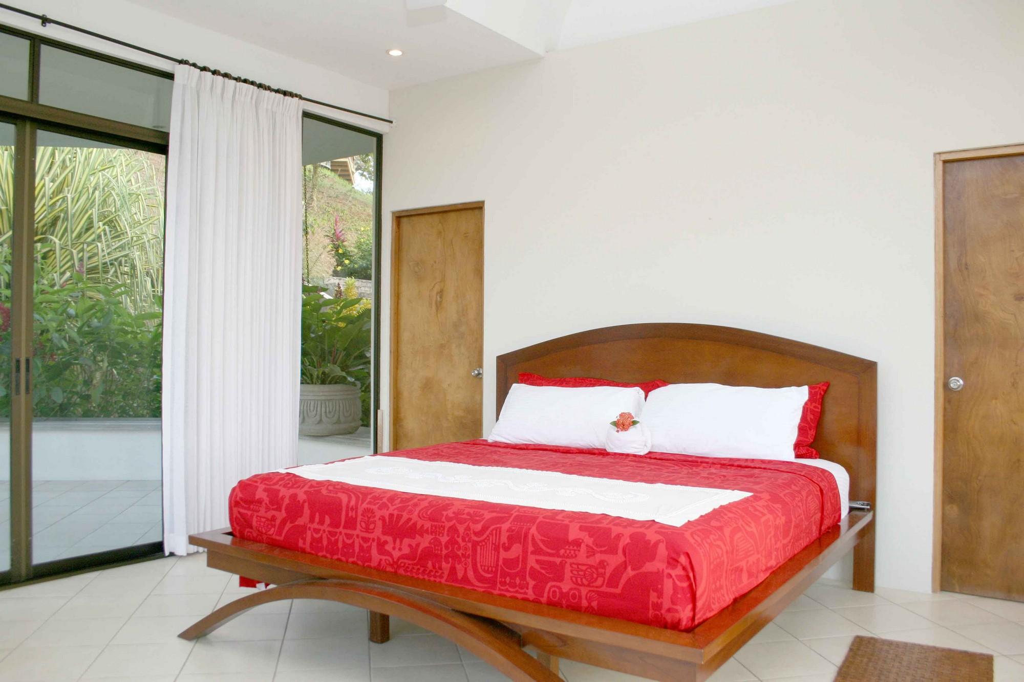 Casa de las Cascadas, Manuel Antonio, Costa Rica Master bedroom.