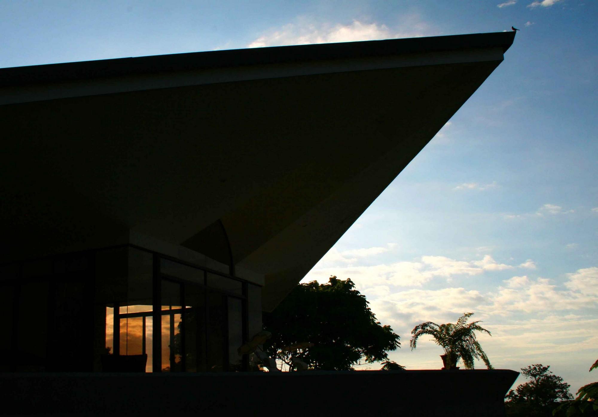 Casa de las Cascadas, Manuel Antonio, Costa Rica Silhouette of the master bedroom.