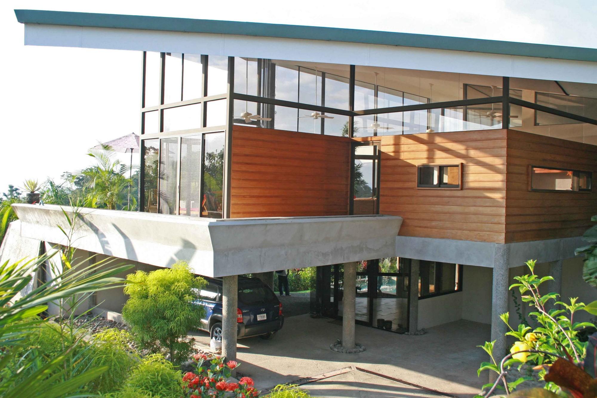 Casa de las Cascadas, Manuel Antonio, Costa Rica Looking from the driveway.