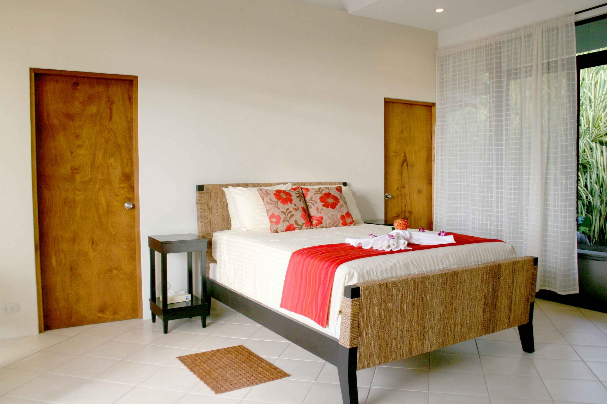 Casa de las Cascadas, Manuel Antonio, Costa Rica With sliding doors/windows on either side, the guest bedroom has good air flow.
