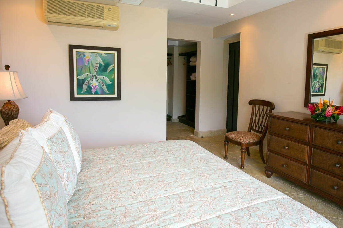 Shana Residences #310, Manuel Antonio, Costa Rica Guest bedroom w/ private balcony & bathroom.
