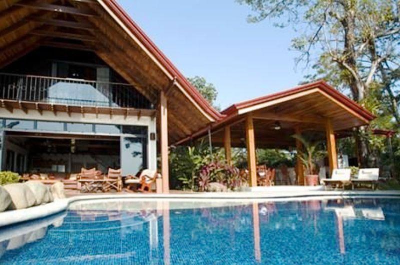 Villa Maravilla, Manuel Antonio Costa Rica Huge pool & rancho (right)