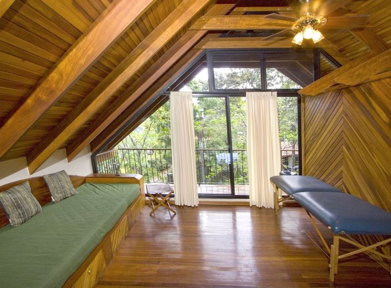 Villa Maravilla, Manuel Antonio Costa Rica Loft massage & rec area.