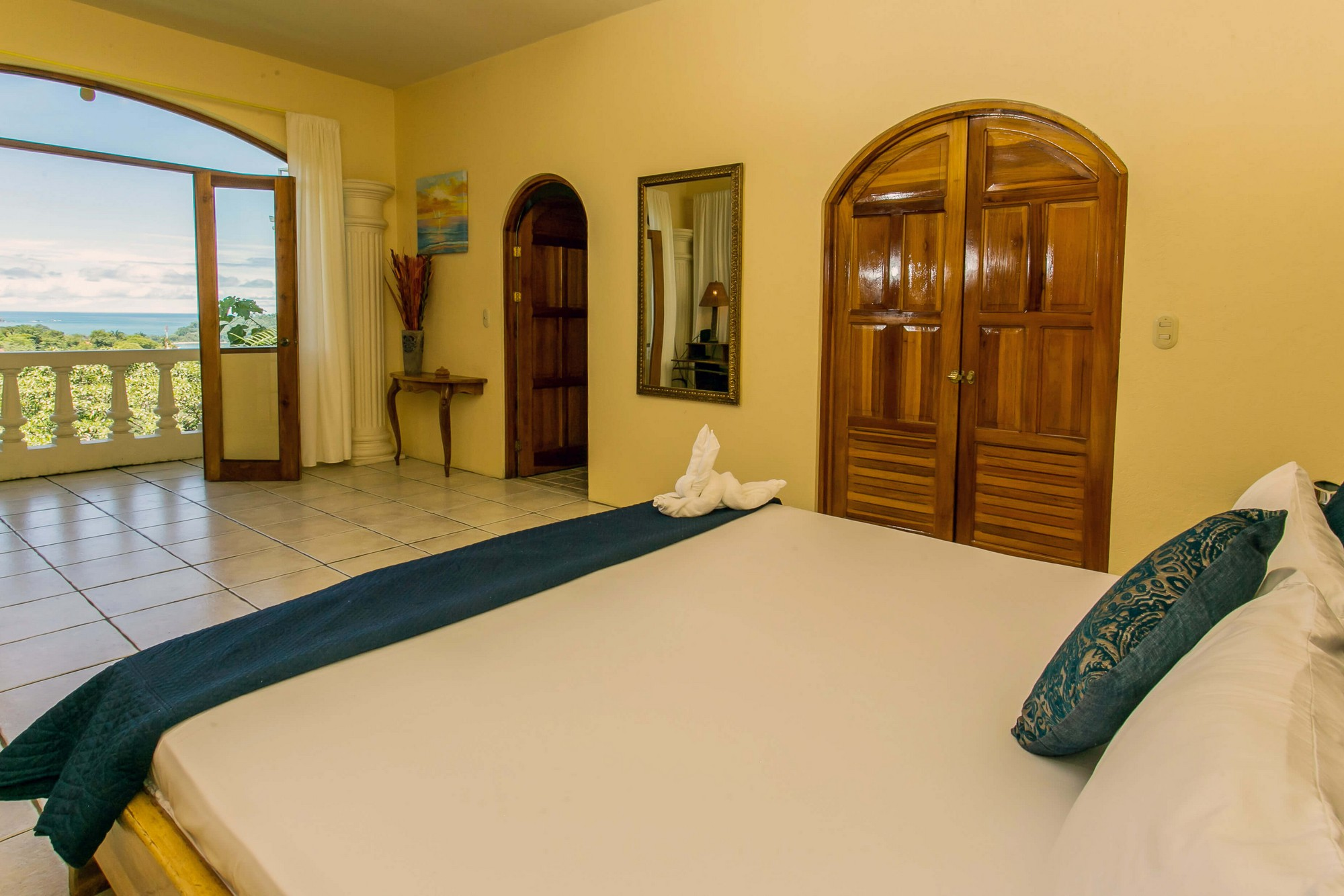 Castillo de Amber, Manuel Antonio