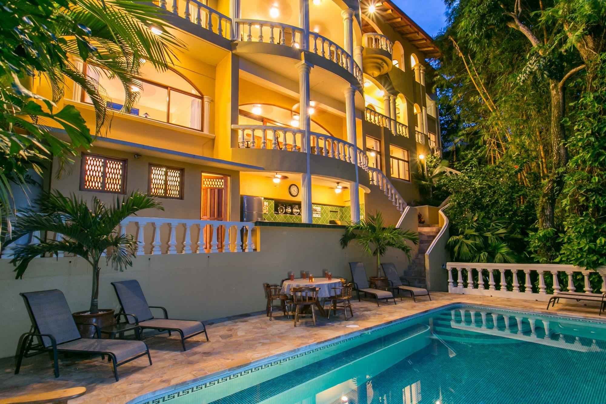 Kastytis Kourt, Manuel Antonio, Costa Rica Beautiul Kastytis Kourt is a seductive 1-bedroom apartment, and part of el Castillo de Amber.