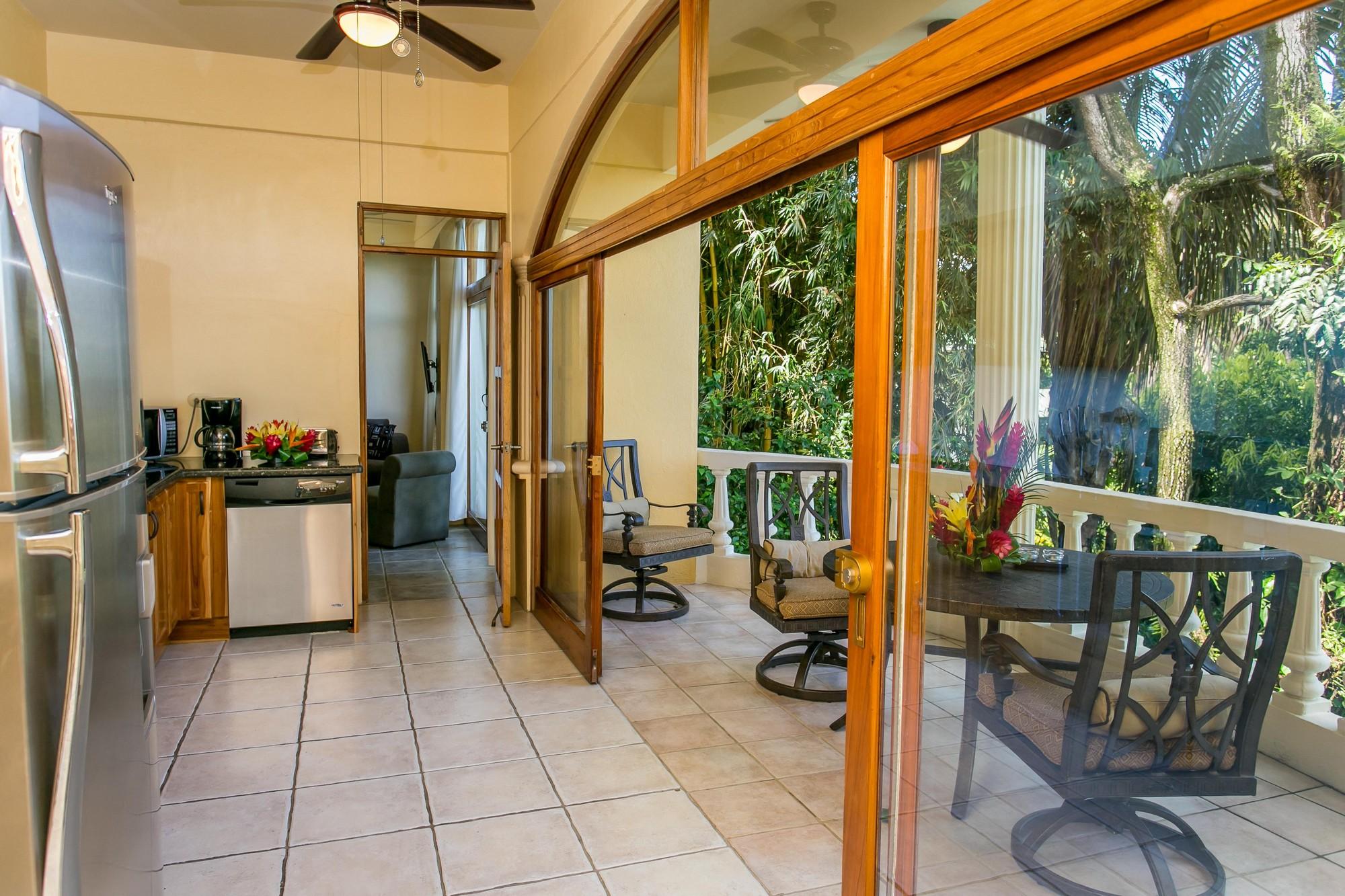 Kastytis Kourt, Manuel Antonio, Costa Rica The kitchen communicates easily to the balcony.