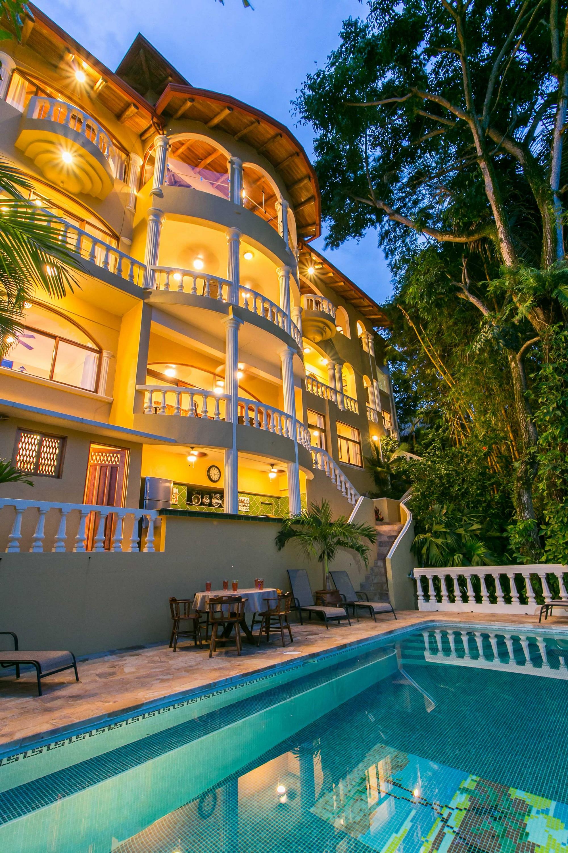 Kastytis Kourt, Manuel Antonio, Costa Rica Easy access to the pool area.