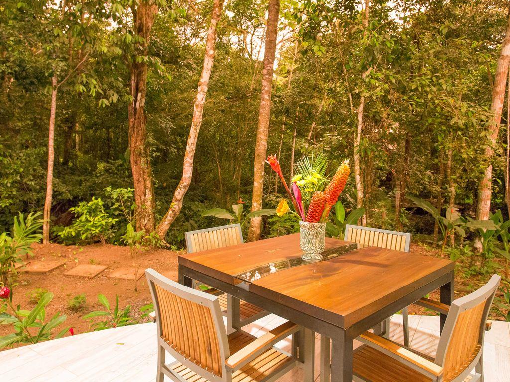 Outdoor dining and garden Rio Mono Condos Manuel Antonio Costa Rica