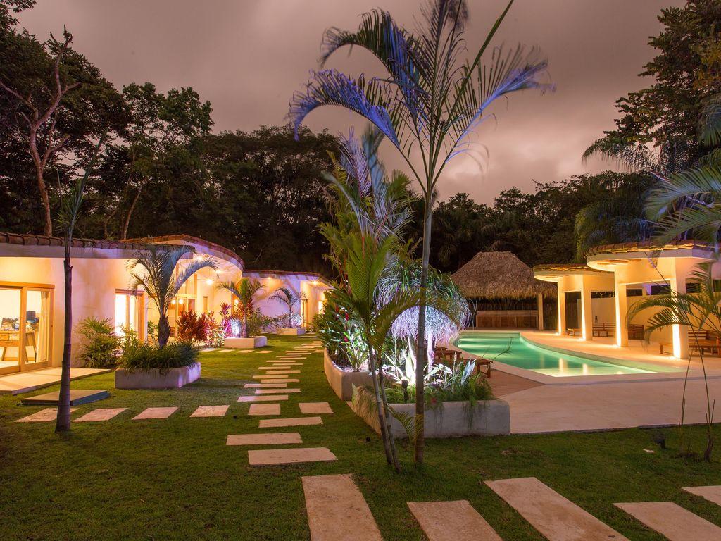 Garden walkway Rio Mono Condos Manuel Antonio Costa Rica